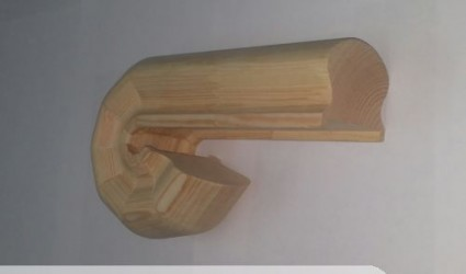 Окончание поручня из сосны без сучка (44*70 мм) сращенное с выпуском